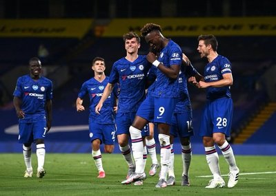 Chelsea supera al City y se aferra al último pasaje a Champions