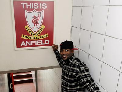 LeBron James se suma a los festejos del Liverpool
