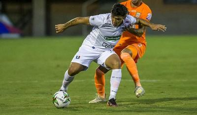 El Búfalo Ovelar y la dificultad de readaptarse al fútbol paraguayo