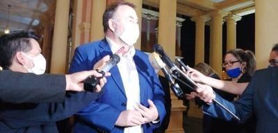 Ministro de Hacienda dice que sin deuda será imposible sortear la crisis