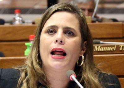 Astronómico crecimiento de 998,1% en patrimonio de la diputada Kattya González