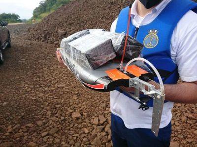 Delivery de celulares en lancha a control remoto por el río Paraná