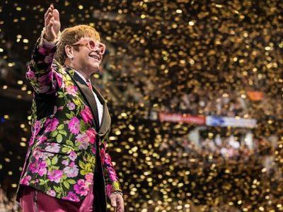 La ex esposa de Elton John presenta una medida legal contra el cantante