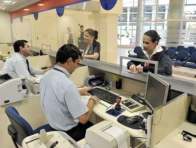 Bancos registran caída del 28% en sus utilidades hasta mayo