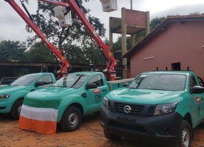 ANDE entrega vehículos a oficina regional