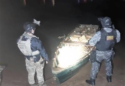 ENFRENTAMIENTO a tiros y una canoa con 700 kilos de DROGA en la Isla Acaray