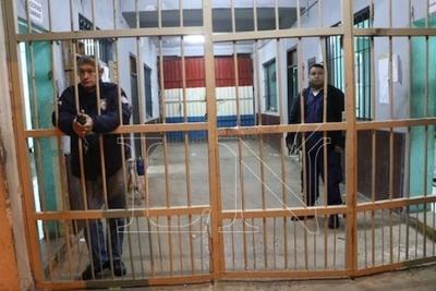 HOY / Toman pruebas en Tacumbú y en todas las cárceles a los casos sospechosos de Covid-19