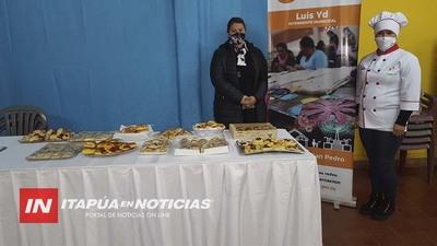 ESTUDIANTES DE REPOSTERÍA DONAN MEDIALUNAS.