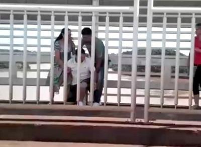 Mientras MARINOS COIMEAN delincuentes ASALTAN  en el PUENTE DE LA AMISTAD