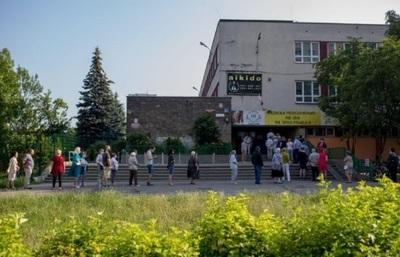 Largas filas en las elecciones presidenciales de Polonia por las restricciones del virus