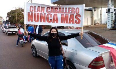Mingueros salen a las calles para exigir un «BASTA» a los robos de Digno Caballero