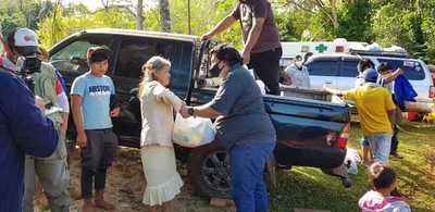 Paraguay MUD y Macan solidario entregan kits y ropas a comunidades indígenas de Presidente Franco