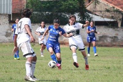 Suma y sigue: Fanny Godoy es transferida al fútbol español