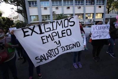 Enfermeros capacitados por Becal piden ser contratados y anuncian manifestación frente al Ministerio de Salud