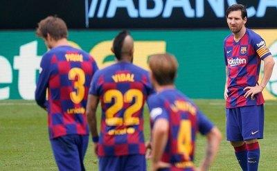 Un Barça tensionado recibe al Atlético en semana decisiva para el título