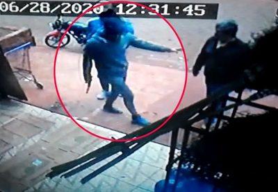 Dos delincuentes motorizados protagonizan  violento asalto en comercio de Hernandarias – Diario TNPRESS