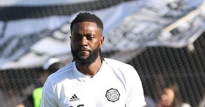 Olimpia rescindirá con Emmanuel Adebayor
