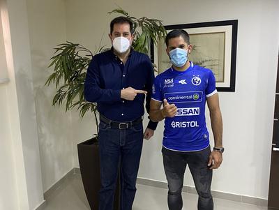 Juan Aguilar se viste de azul
