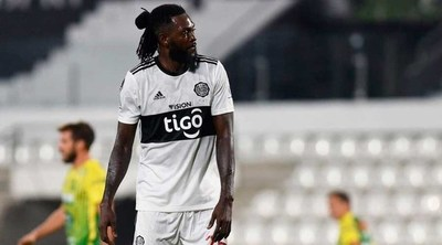 El club Olimpia romperá contrato con Emmanuel Adebayor