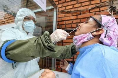 Test de coronavirus en Paraguay: es más fácil curarse solos que acceder a una prueba
