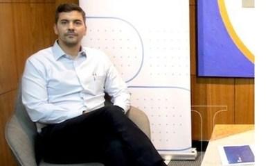 """Santiago Peña: """"El país que se endeuda más de lo debido termina quebrando"""""""