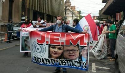 HOY / JEM destituyó a jueces de CDE que habían liberado a expolicía condenado por abusar de su hijastra