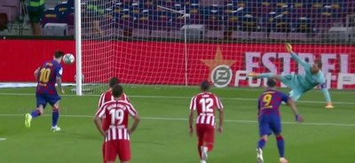 Con un penal a lo 'Panenka', Messi alcanza los 700 goles en su carrera