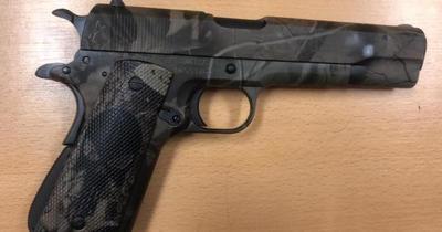 Incautan arma de fuego que pretendía ser ingresada al penal de Tacumbú