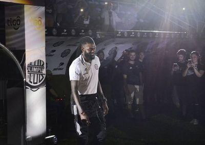 Olimpia confirma rescisión con Adebayor