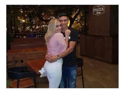 Huguito está de novio con una bella miss
