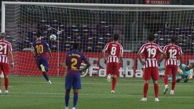 """Con un penal a lo """"Panenka"""", Messi alcanza los 700 goles en su carrera"""
