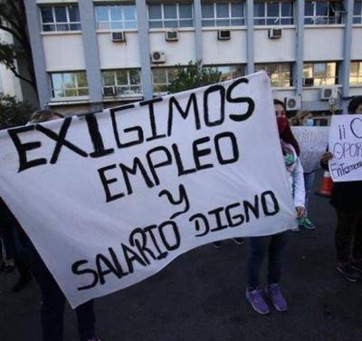 HOY / Enfermeros capacitados por Becal exigen contratos de trabajo a Salud