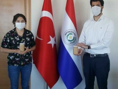 Paraguaya elabora y vende dulce de leche casero en Turquía