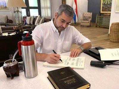 Abdo veta anulación de facturas de ANDE y ESSAP, pero amplía exoneraciones