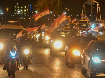 Gran caravana contra la corrupción en Asunción