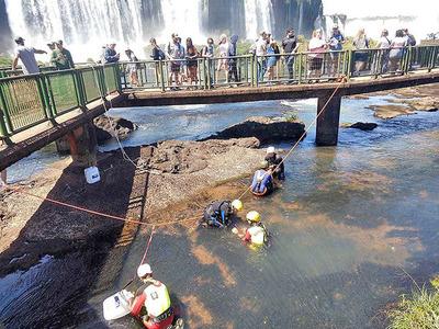 Más de 300 KILOS de MONEDAS fueron recogidos de las Cataratas del Yguazú