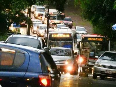Muchos inconvenientes por copiosa lluvia en CDE