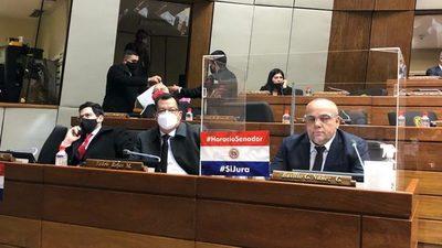 Reavivan intención de que HC jure como senador