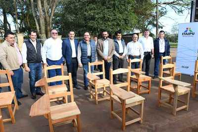 Itaipu entregó 300 pupitres para su distribución en escuelas de Canindeyú