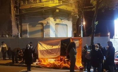 """HOY / Carpa de resistencia frente a Hacienda """"contra los mondaha"""""""