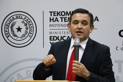 Estudiantes exigen al MEC justificar altos precios de notebooks