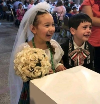 Un niño lloró desconsoladamente porque lo casaron en una kermés