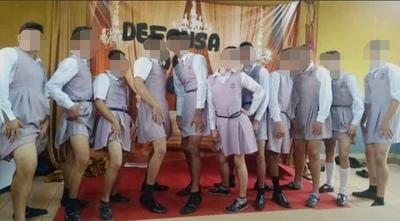 Alumnos fueron humillados al ser OBLIGADOS a vestirse de mujer y RESPONSABILIZAN a Miguel Prieto