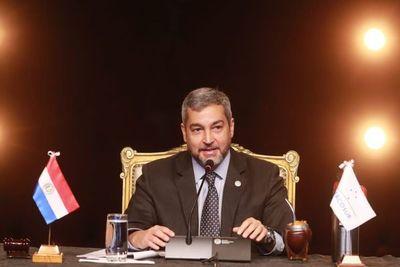 """Para el Paraguay, el Mercosur constituye la """"piedra angular"""" de su política exterior, dice Mario Abdo"""