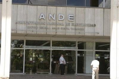 ANDE: Un lector de medidor gana casi Gs. 12 millones mensuales