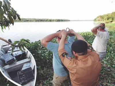 Policía Militar del Brasil destaca decomiso de CIGARRILLOS y MARIHUANA en la frontera