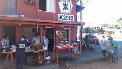 HOY / Bomberos de Ñemby organizan hamburgueseada para retirar su único autobomba