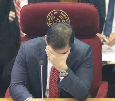 ¡Se le escuchó todito! Al senador Ovelar se le olvidó apagar el micrófono y desmanteló un presunto trato apu'a