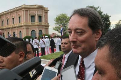Embajador de EEUU anuncia envío de respiradores a Paraguay