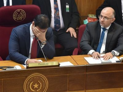El blooper de Silvio Ovelar durante la votación de recorte de beneficios a binacionales